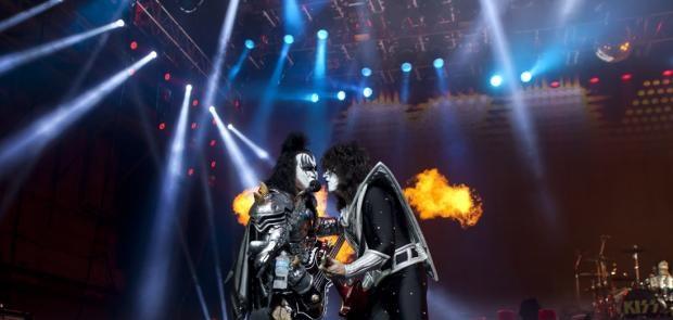 Kiss :: Photo Courtesy of Tony Bailey Photography