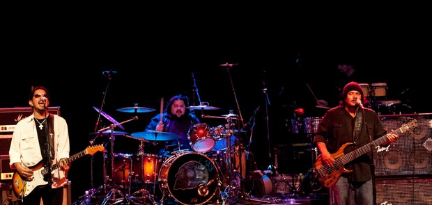 Los Lonely Boys :: Photo courtesy of Michael Kearns