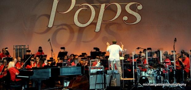 Cincinnati Pops with Chris Botti. Photo courtesy of Michael Gabbard Photography.