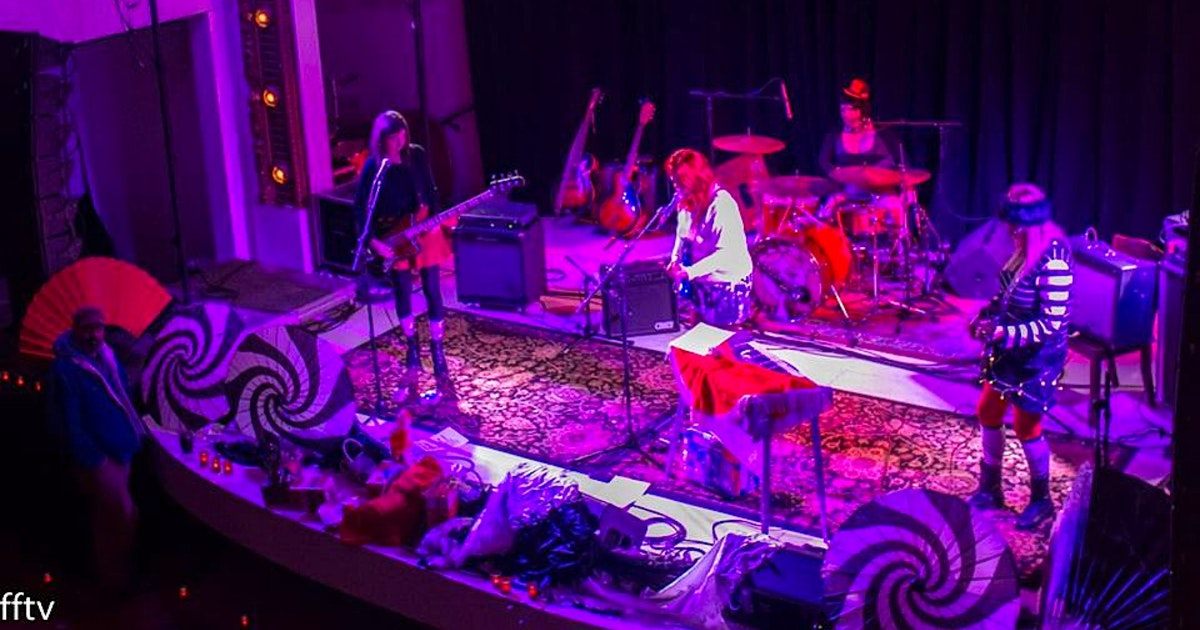 fairmount girls Fairmount girls 718 likes 1 talking about this fairmount girls are an independent girl-rock band from the cincinnati urban neighborhood fairmount.